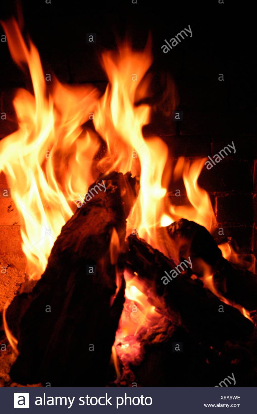 Les flammes de feu de cheminée Photo Stock
