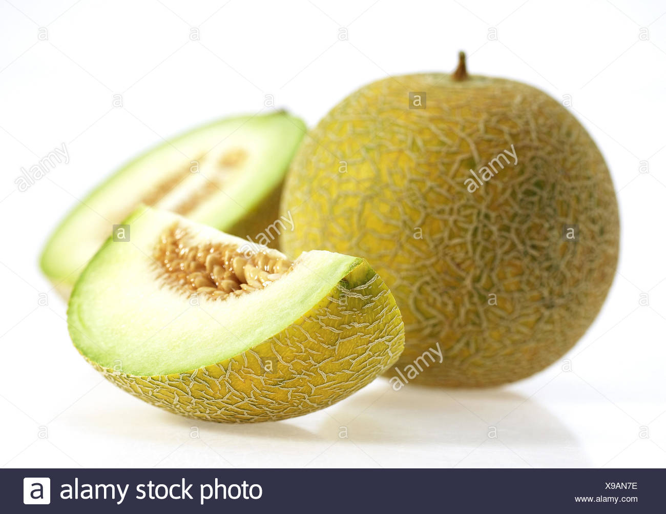 Melon canari jaune, jaune aussi melon de miel, Amarillo, Amarillo Tendral, sucre melon, Cucumis Melo, fond blanc, Photo Stock
