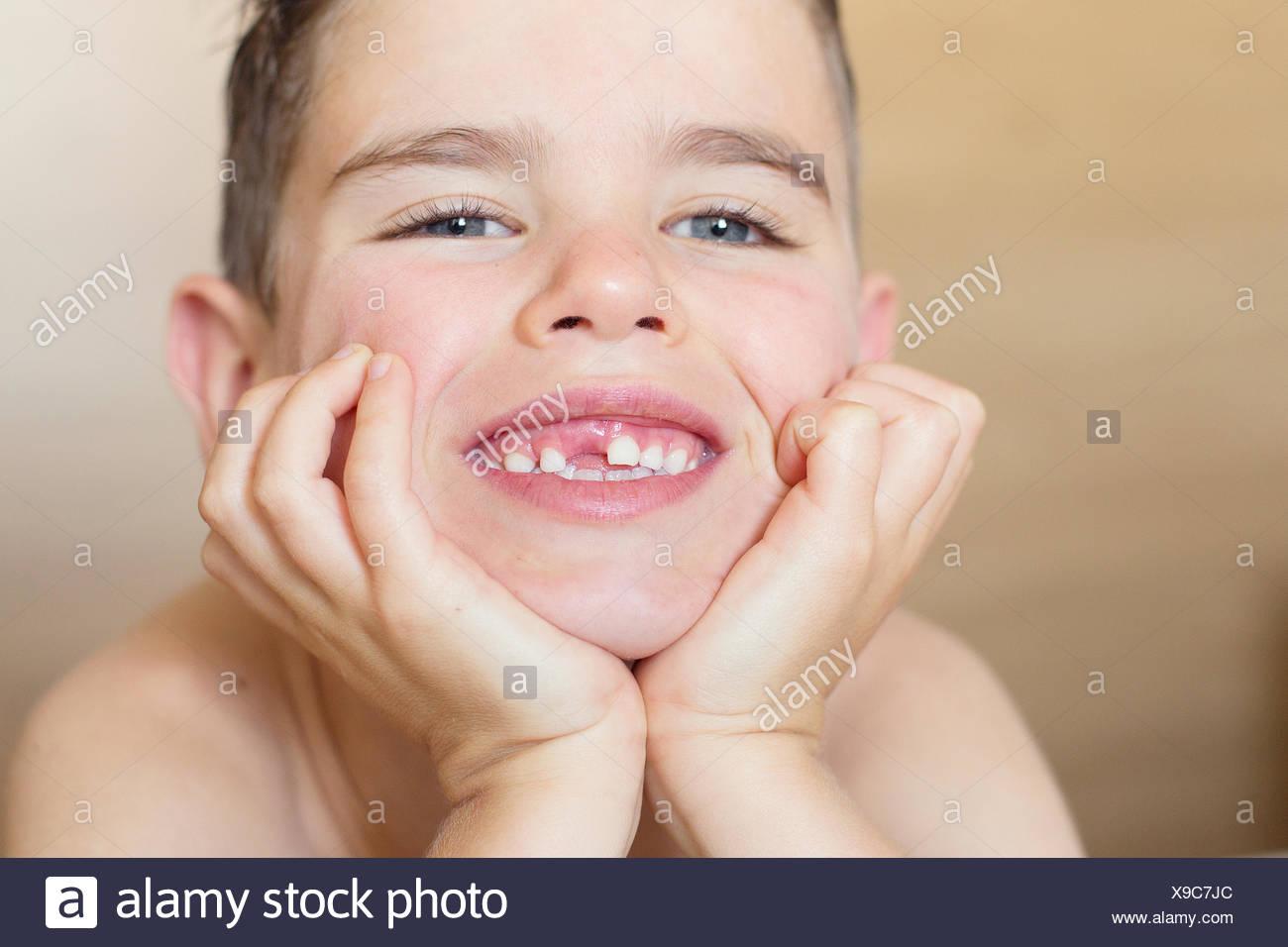 Portrait of a Boy smiling crantée gap Banque D'Images