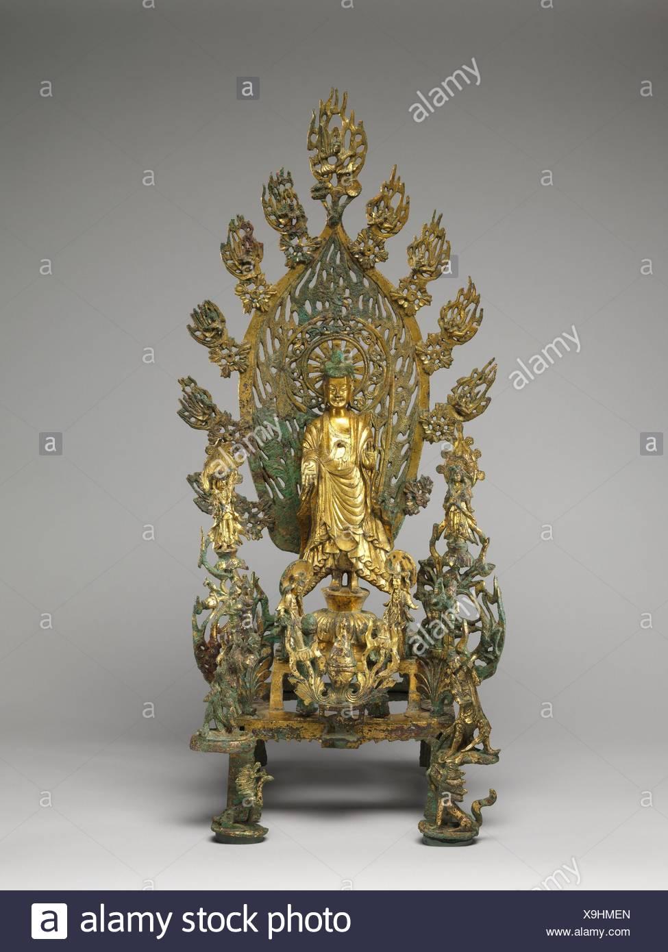 Période: dynastie des Wei du Nord (386-534); Date: du 524, Culture: Chine; moyen: bronze doré; Dimensions: H. 30 cm 1/4 (76,8); W. 16 in. (40,6 cm); Photo Stock