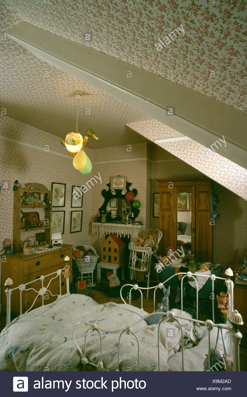 Les enfants de style victorien est une chambre mansardée ...
