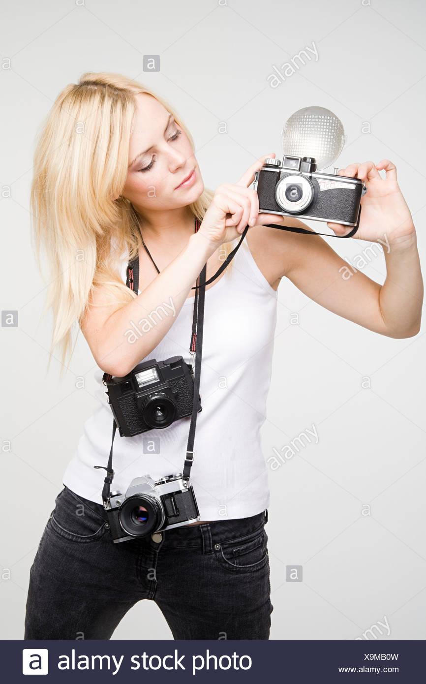 Une jeune femme Prise de photos Photo Stock