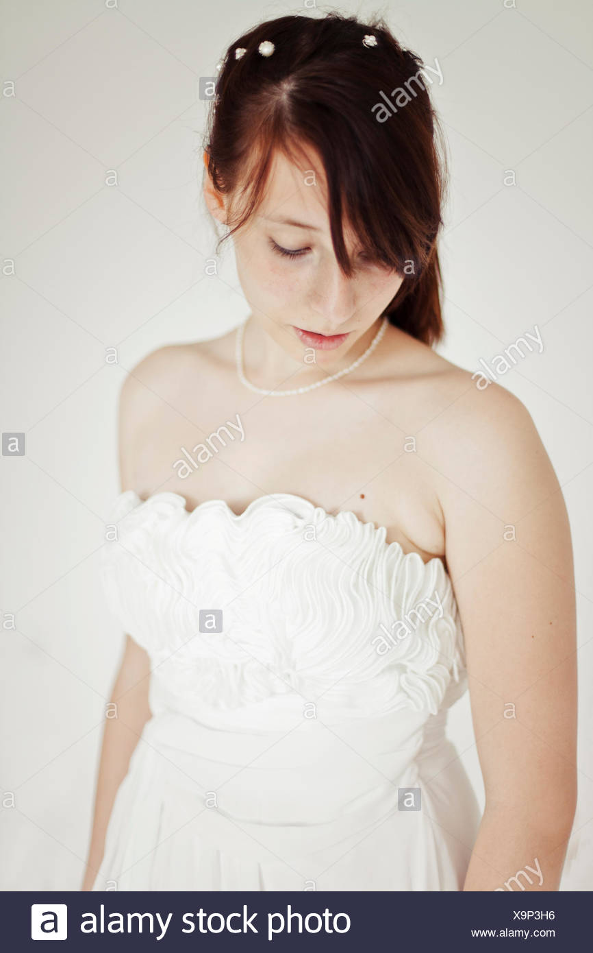 Jeune mariée, baissés regardez, portrait, Photo Stock