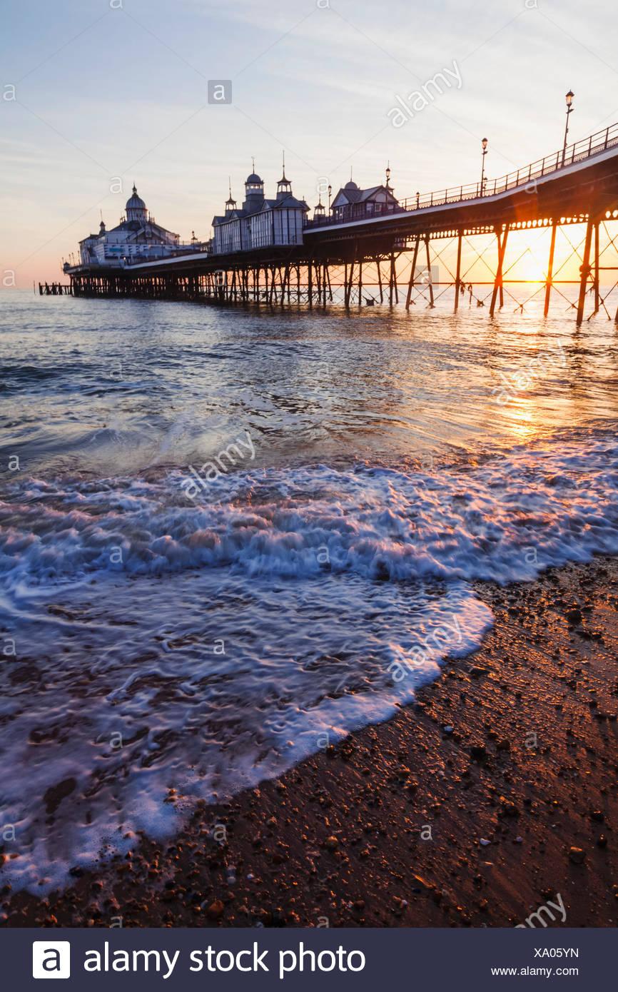 L'Angleterre, l'East Sussex, Eastbourne Eastbourne Pier, à l'aube Banque D'Images