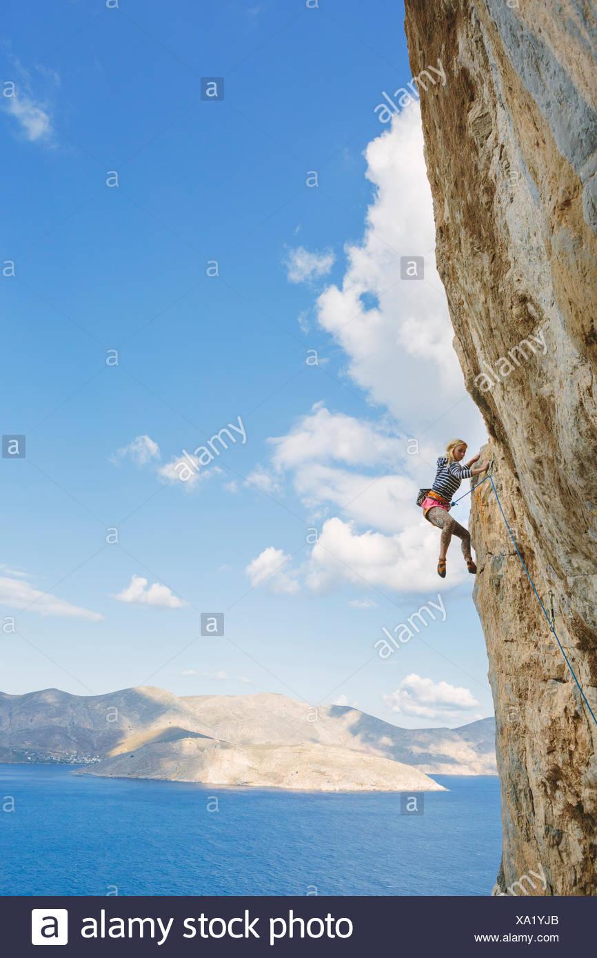 Grèce, Îles du Dodécanèse, Kalymnos, escalade sur falaise Photo Stock