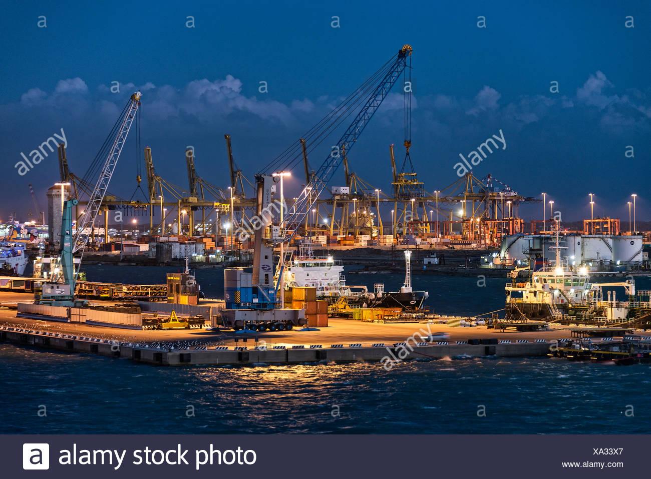 L'industrie du transport maritime port de Civitavecchia, Italie Photo Stock