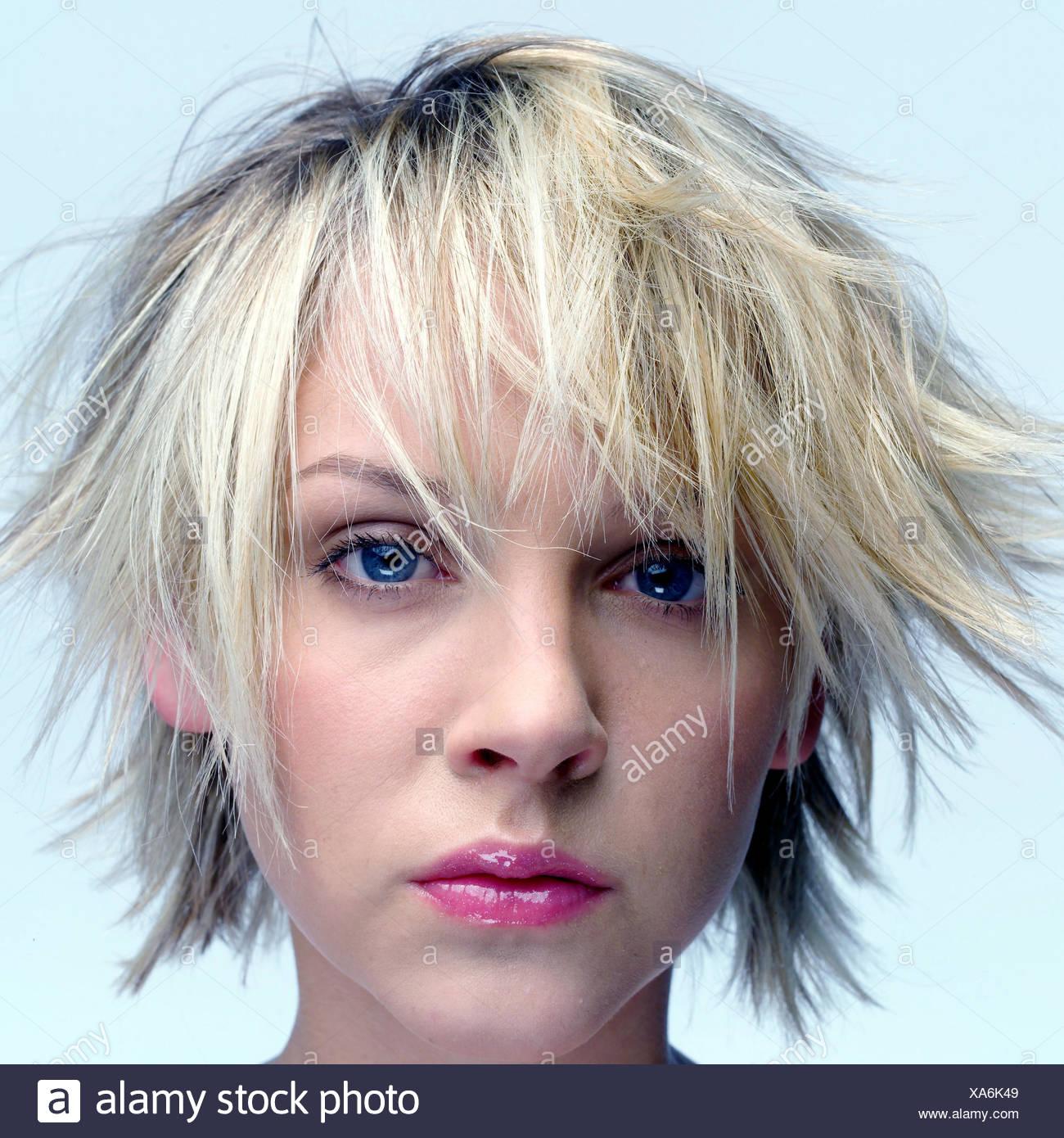 Voir coiffure cheveux courts