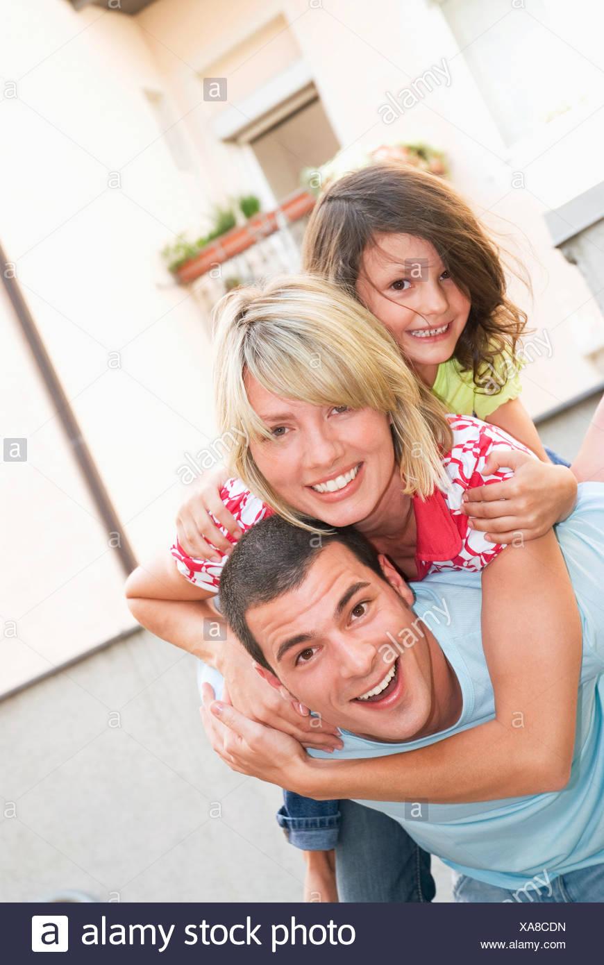 Famille avec sa fille (8-9), portrait Photo Stock