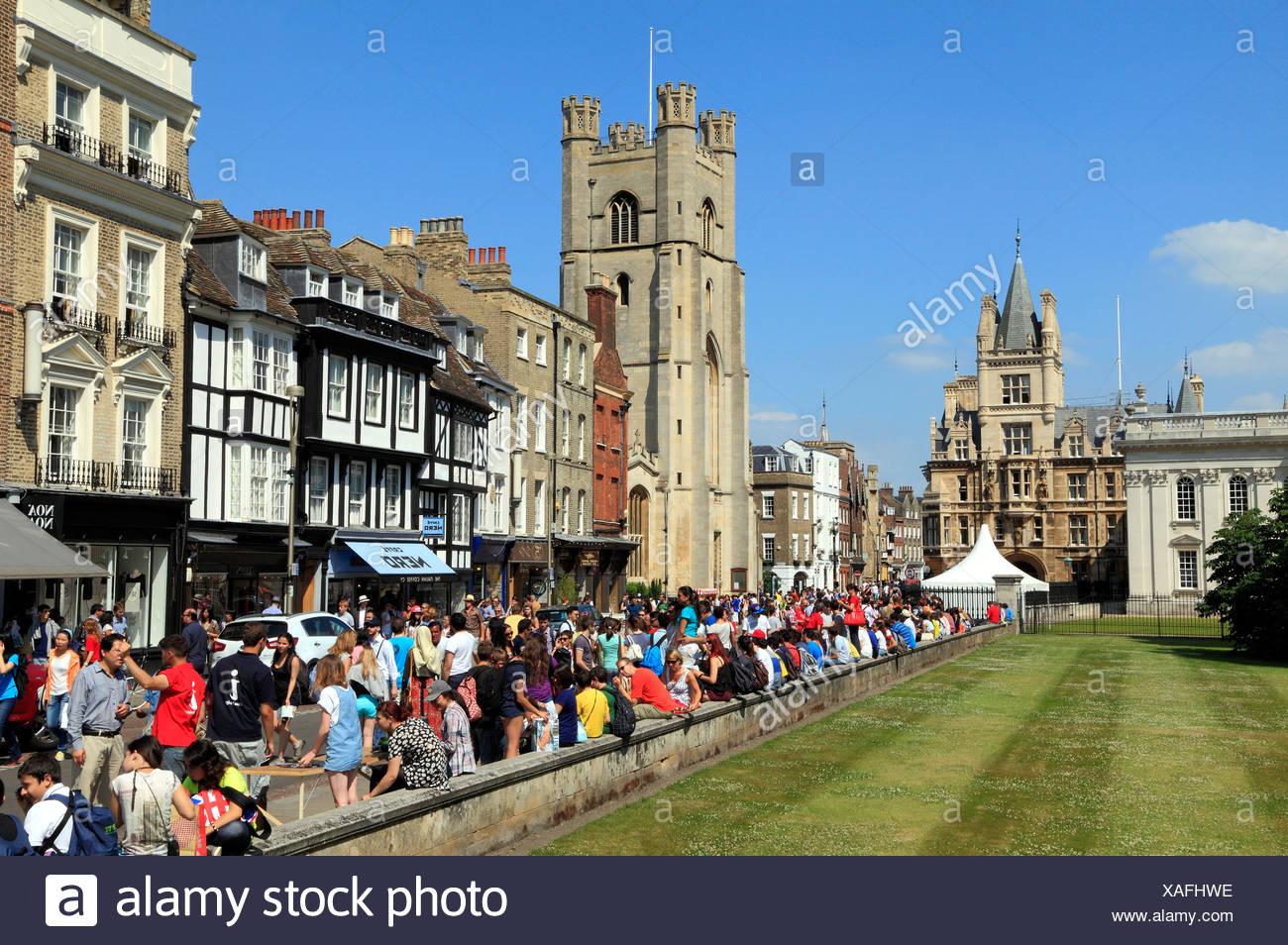 Kings Parade, et Grande Eglise St Mary, Cambridge, touristes, visiteurs Cambridgeshire England UK Photo Stock