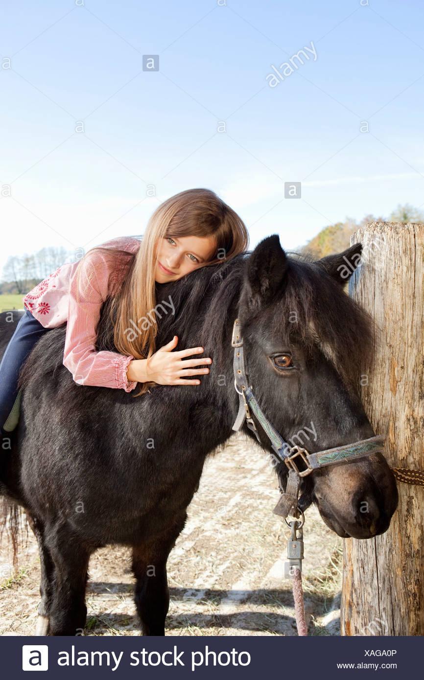 Jeune fille à cheval Photo Stock
