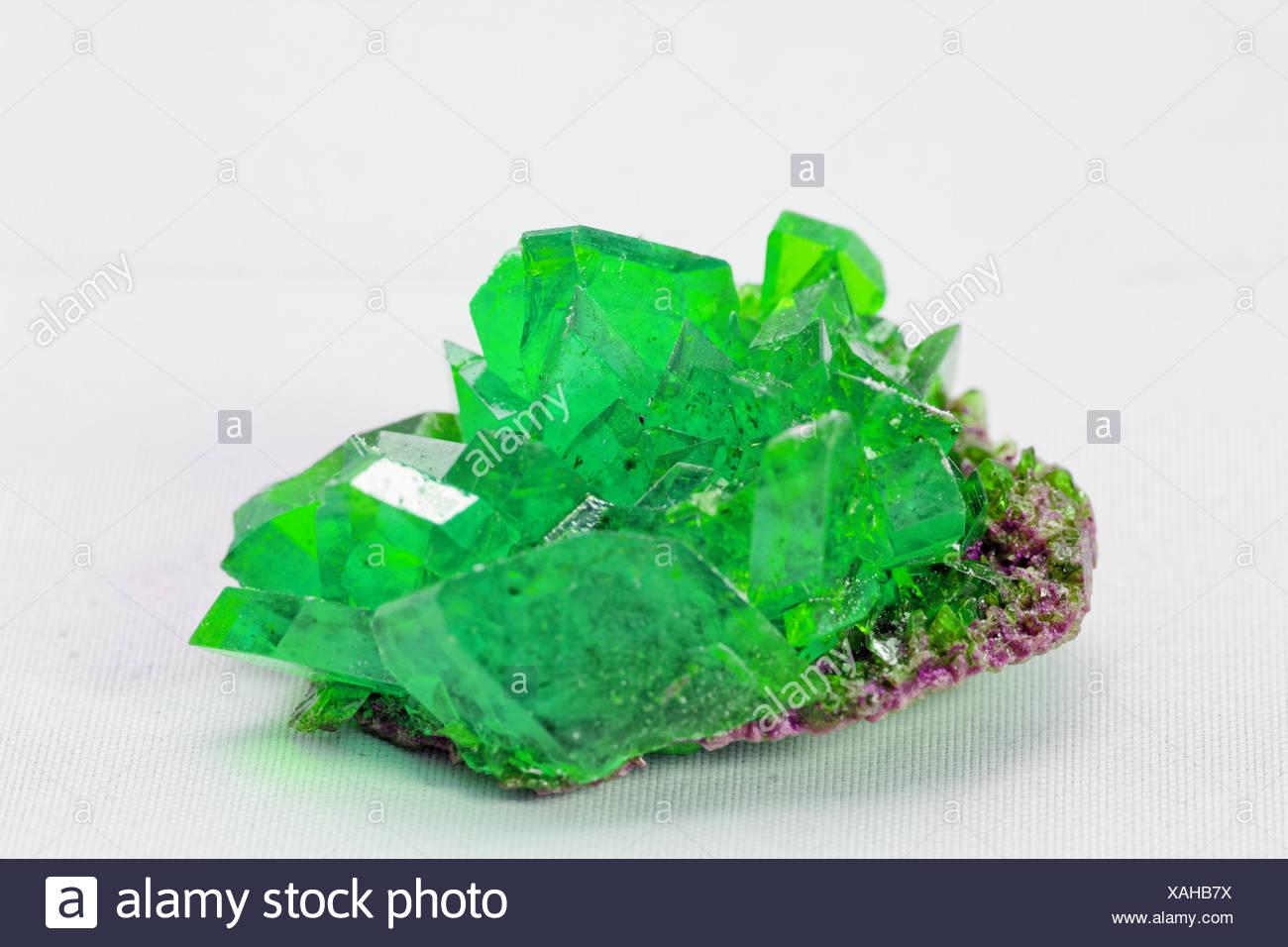 Couleur De L Emeraude close up photo sur un cristal de couleur émeraude sur fond