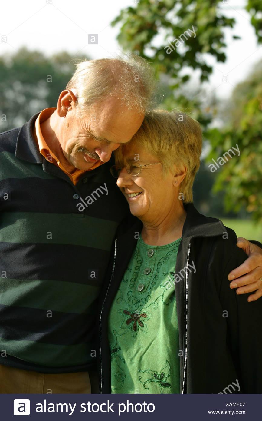 Senior couple in love chérir Photo Stock