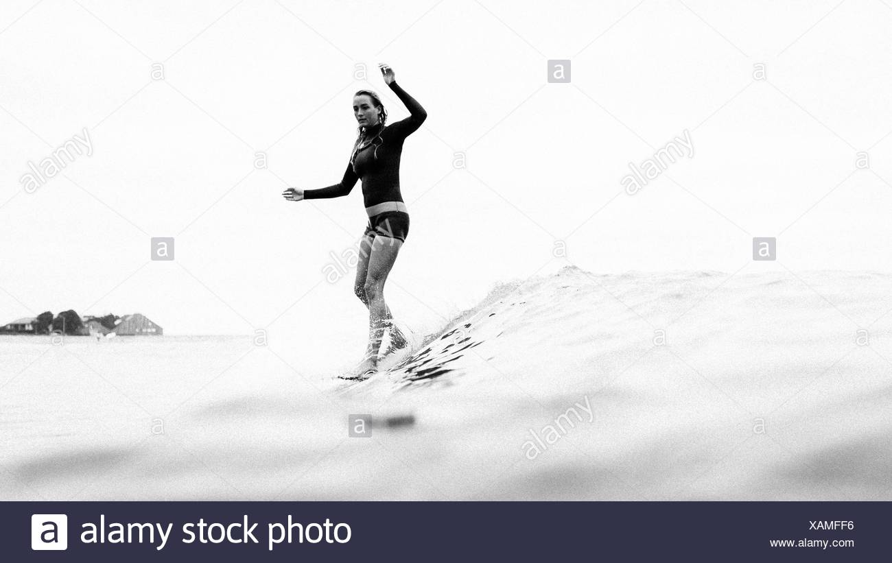 Femme surf, Malibu, California, USA Photo Stock