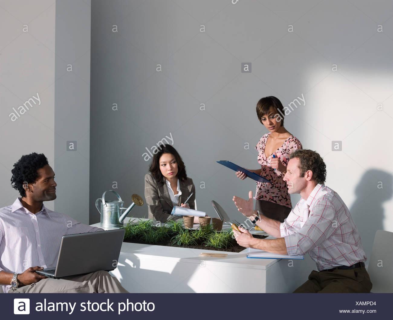 Une réunion d'affaires sur un thème vert Photo Stock