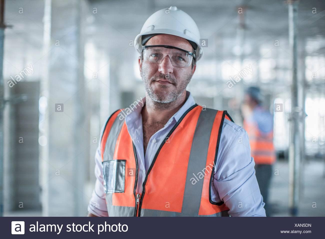 Portrait of mid adult male site manager on construction site Banque D'Images