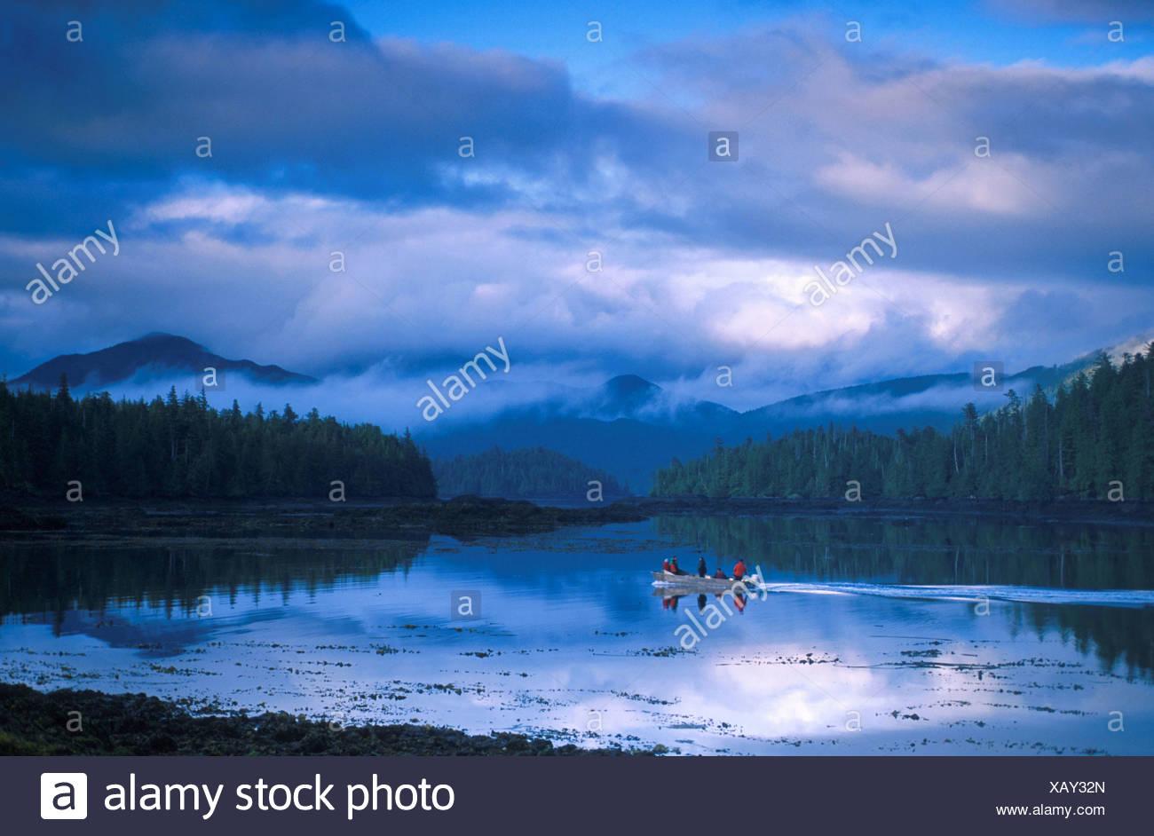 Bateau aventures British Columbia Canada Amérique du Nord côte nuages bateau moteur Houston Stewart Chan Photo Stock