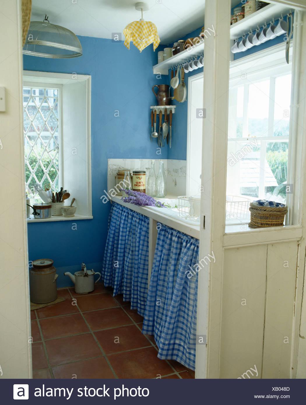 Rideaux Bleu Vérifié Sur Meuble Sous Lavabo Dans Blue