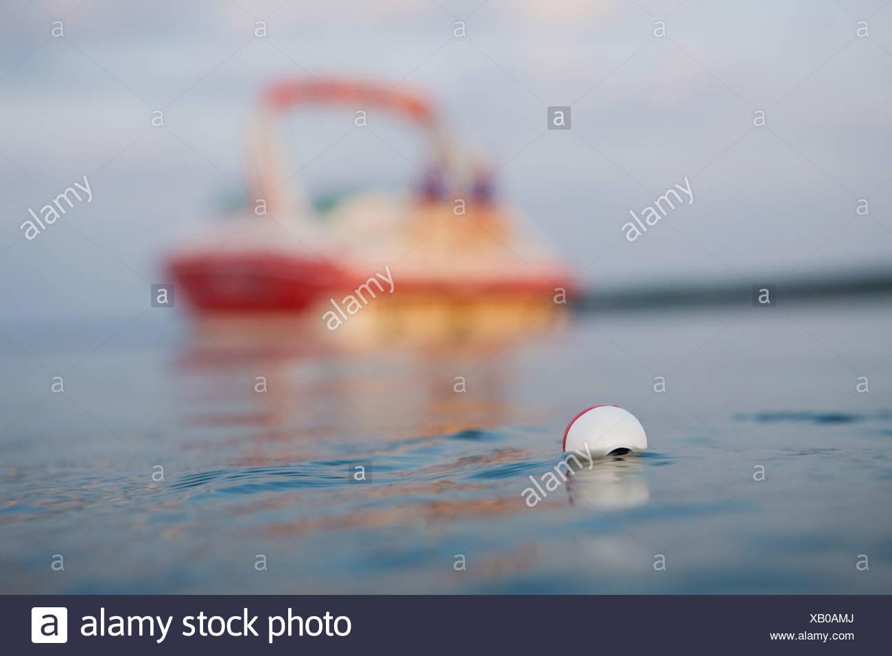 USA, Ohio, Stockton, Stockton Lake, la pêche sur le lac de flottement Photo Stock