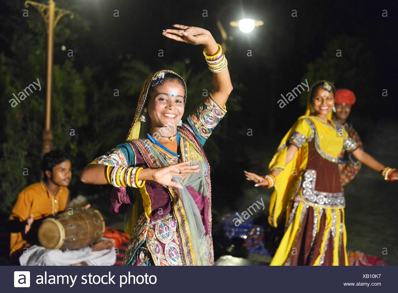 Danse traditionnelle du Rajasthan à Jaipur, Rajasthan, Inde. Banque D'Images