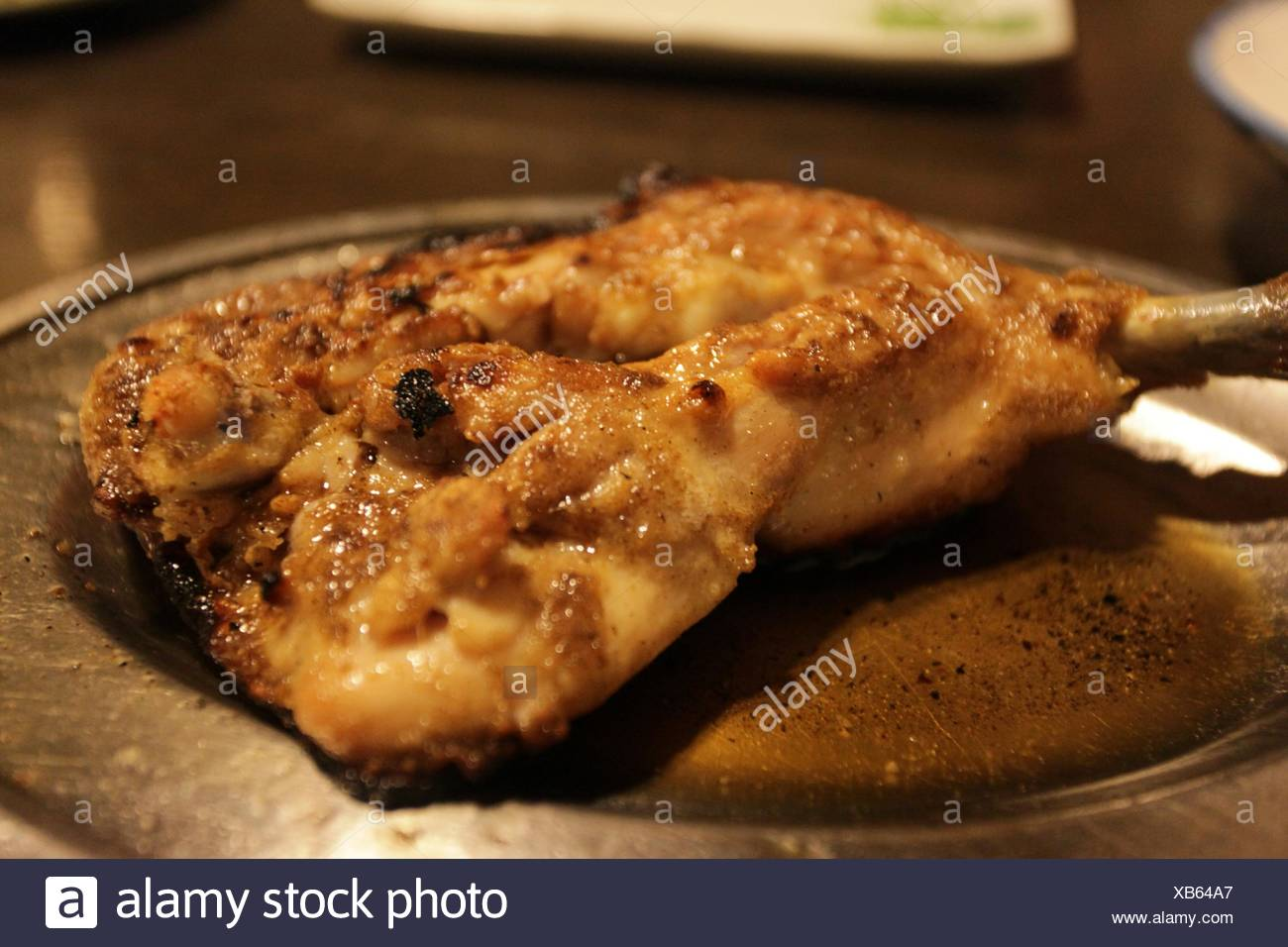 Portrait of a servi de la viande de poulet frit dans la plaque Photo Stock