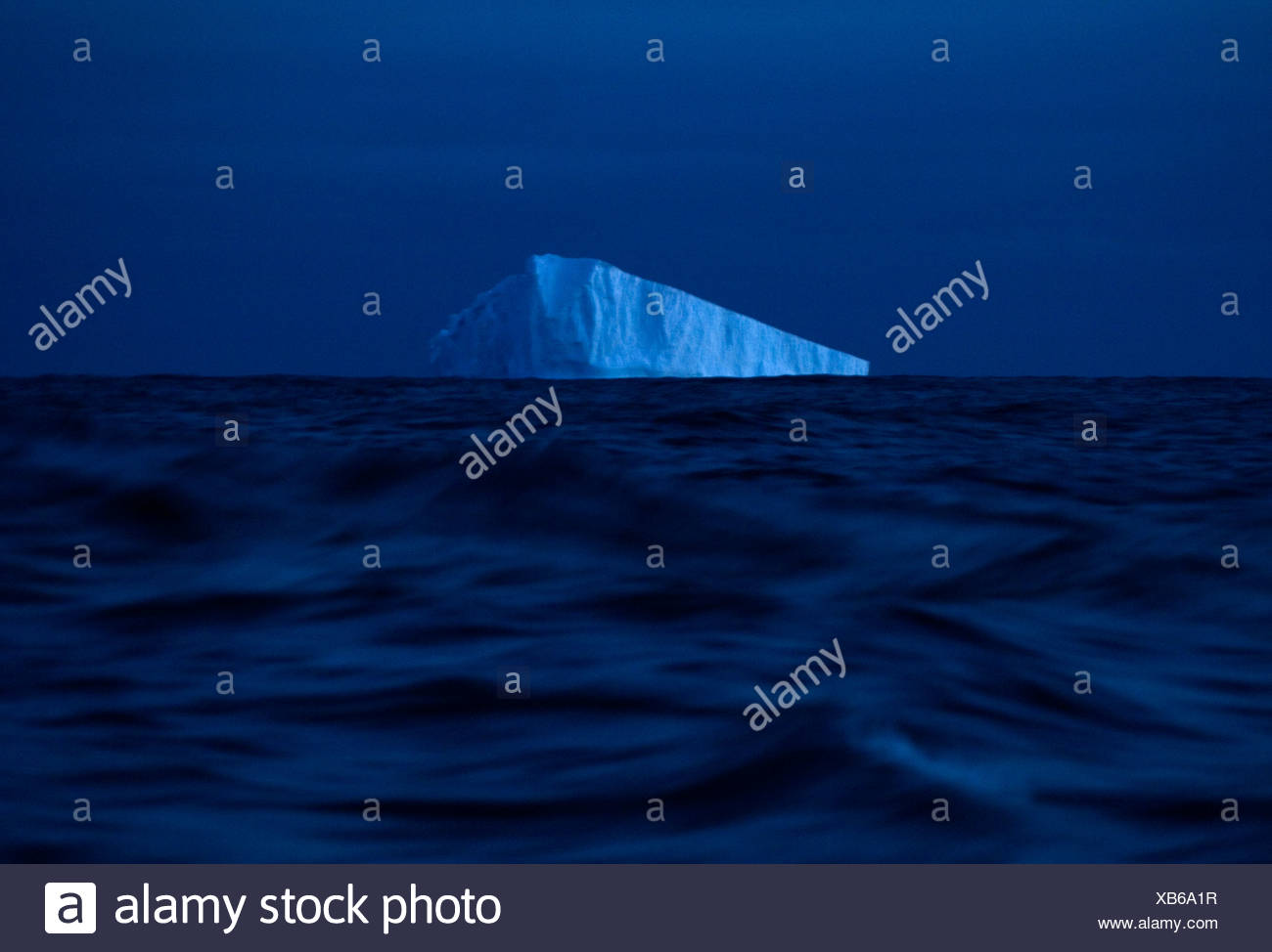 La glace flotte au large des eaux de l'Antarctique. Photo Stock