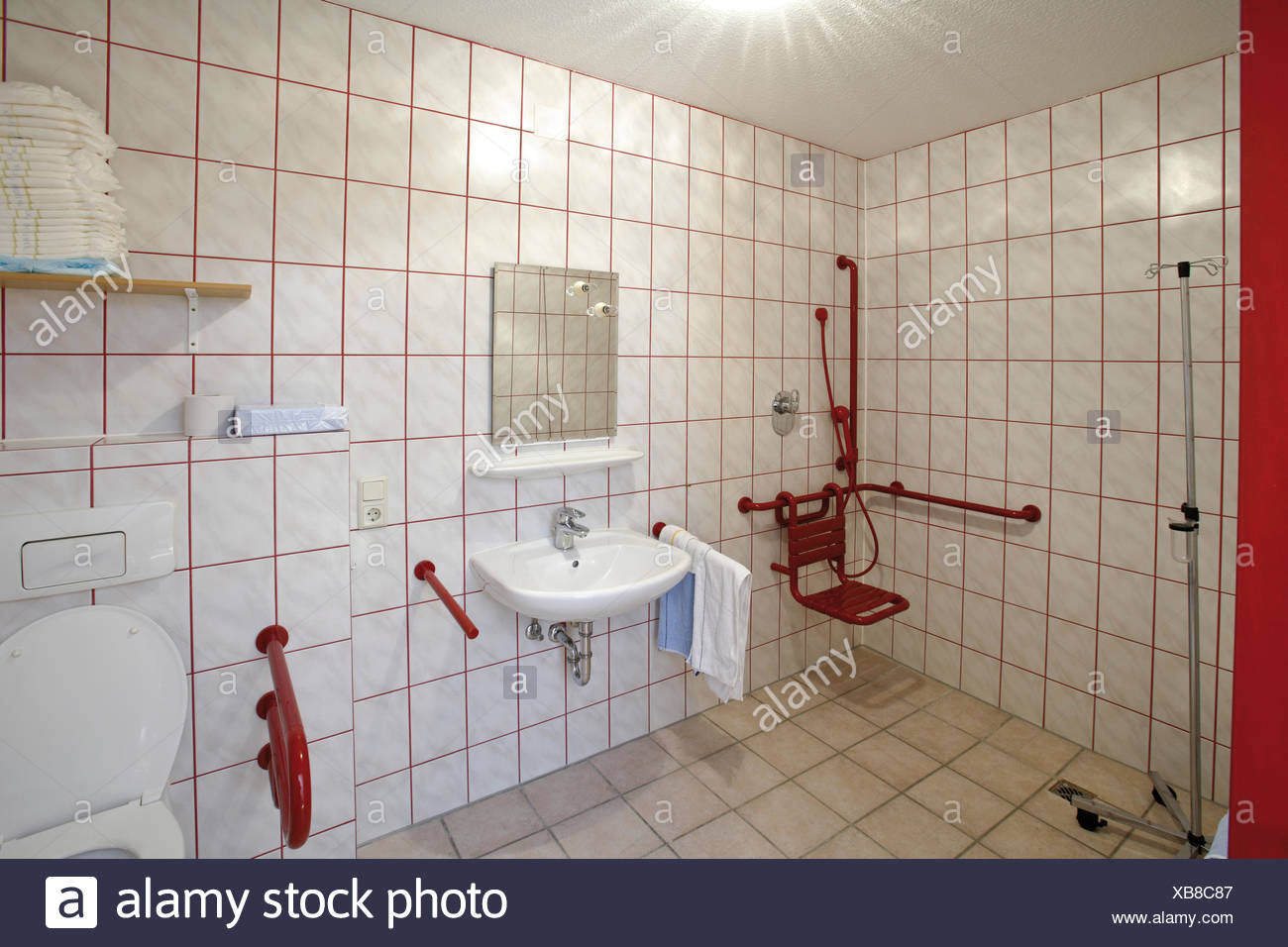 Salle De Bain Accessible Handicape ~ accessible bathroom photos accessible bathroom images alamy