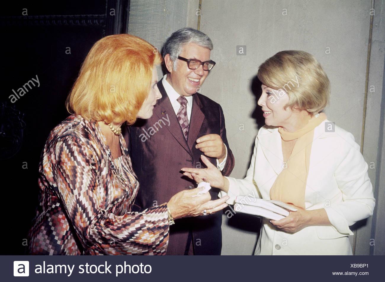 Kindler, Helmut, 3.12.1912 - 15.9.2008, l'éditeur allemand, avec sa femme Nina et Anneliese Rothenberger, lors de son introduction Photo Stock