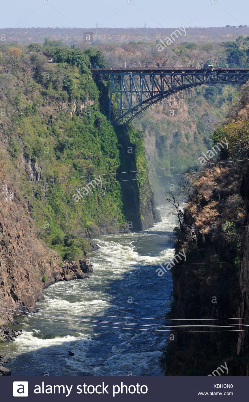 L'Afrique, le Zimbabwe, le Zambèze, fleuve, le sud de l'Afrique, les chutes Victoria, pont, frontière, canyon, gorge Photo Stock