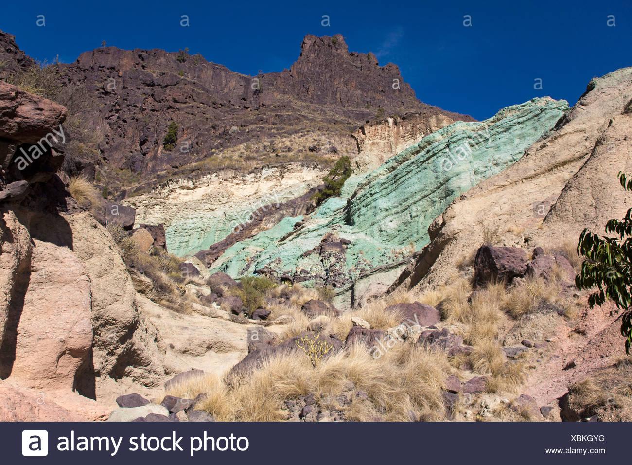 L'hydrate de fer vert dans la roche, des azulejos, sur la route GC-220 entre Mogan et San Nicolás De Tolentino, côte sud-ouest Banque D'Images