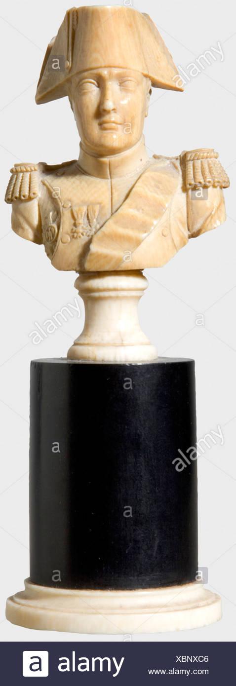 Napoleon I, un petit buste en ivoire ivoire sculpté. Sur un socle en bois avec une bague de pied d'ivoire. Hauteur 12 cm. Provenance: la Grande-Duchesse Olga Nikolaïevna Romanova (1822 - 1892) historique., historique, personnes, 19e siècle, objet, objets, alambics, clipping, coupures, cut out, cut-out, cut-outs, beaux-arts, l'art, objet d'art, objets d'art, artistique, précieux, de collection, objet de collection, des objets de collection, des articles de collection, rareté, raretés, homme, hommes, homme, Additional-Rights-Jeux-NA Photo Stock