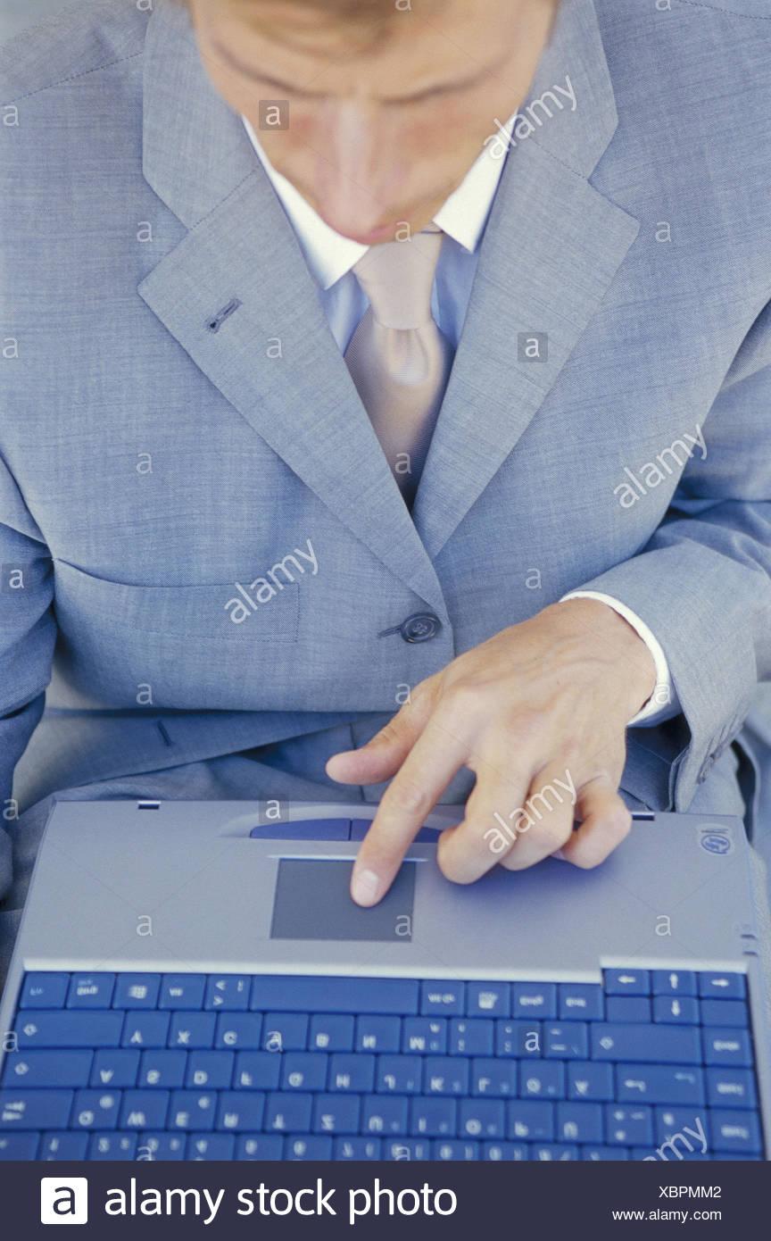 Manager, ordinateur portable, détail, touchpad, homme d'affaires, homme, ordinateur portable, travail, travail, concentration, business, Internet, marketing, recherche, commerce, navigation sur Internet, en ligne, les boutiques en ligne, ventes aux enchères en ligne, gondolé Photo Stock