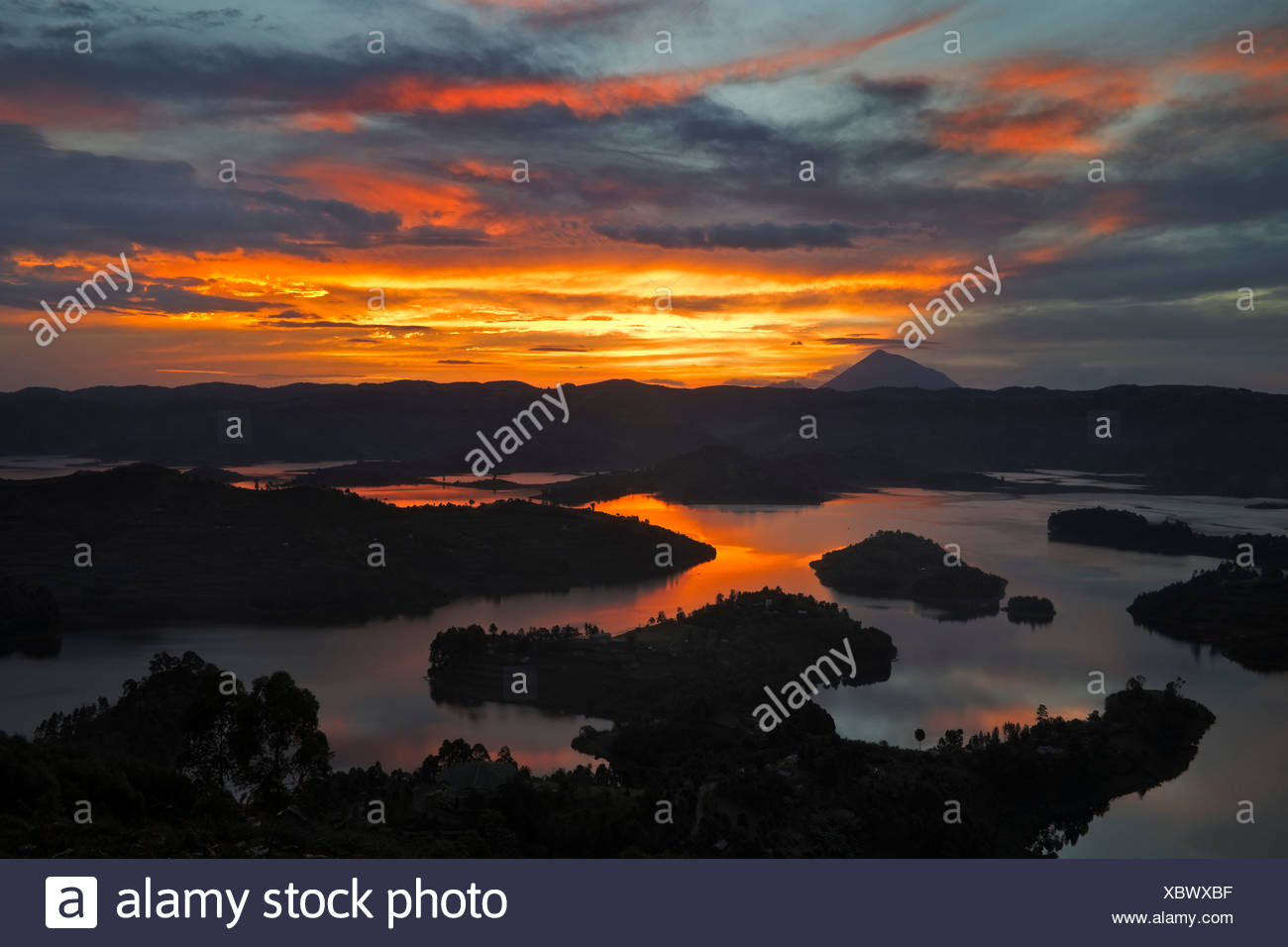 Lac Bunyonyi au coucher du soleil, de l'Ouganda, l'Afrique Photo Stock