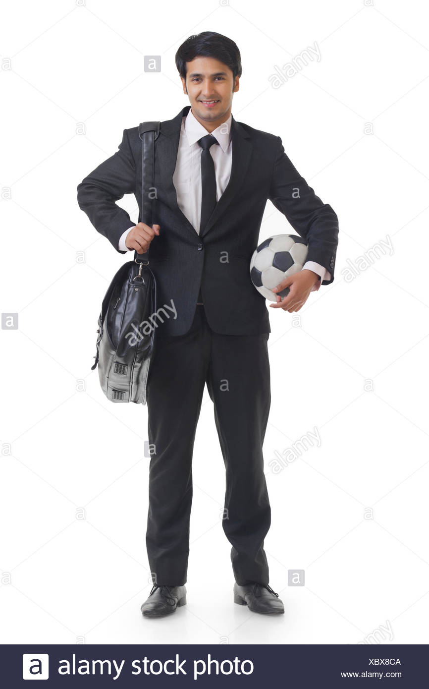 Of Holding Football Smiling Portrait Transportant Businessman Et Un 5LR34Ajq