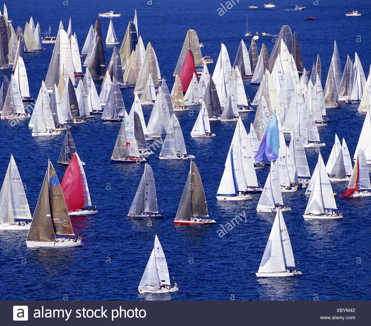 Bol d'embarcations aquatiques ou lac de Genève Genève Lac Leman voile voiles de régate sports bateau Suisse Eur Photo Stock