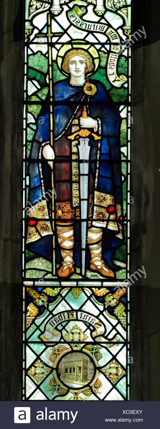Saint Alban avec épée, vitrail par J. Powell & fils, 1900, Blakeney, Norfolk, Angleterre, Royaume-Uni, début de la Saint Photo Stock