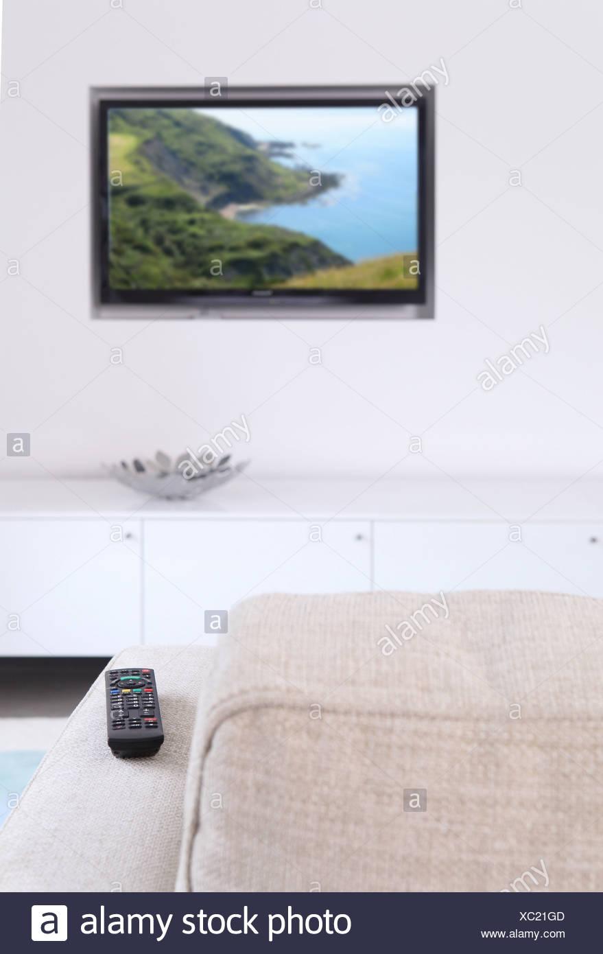 Salle de séjour avec télévision et canapé Photo Stock