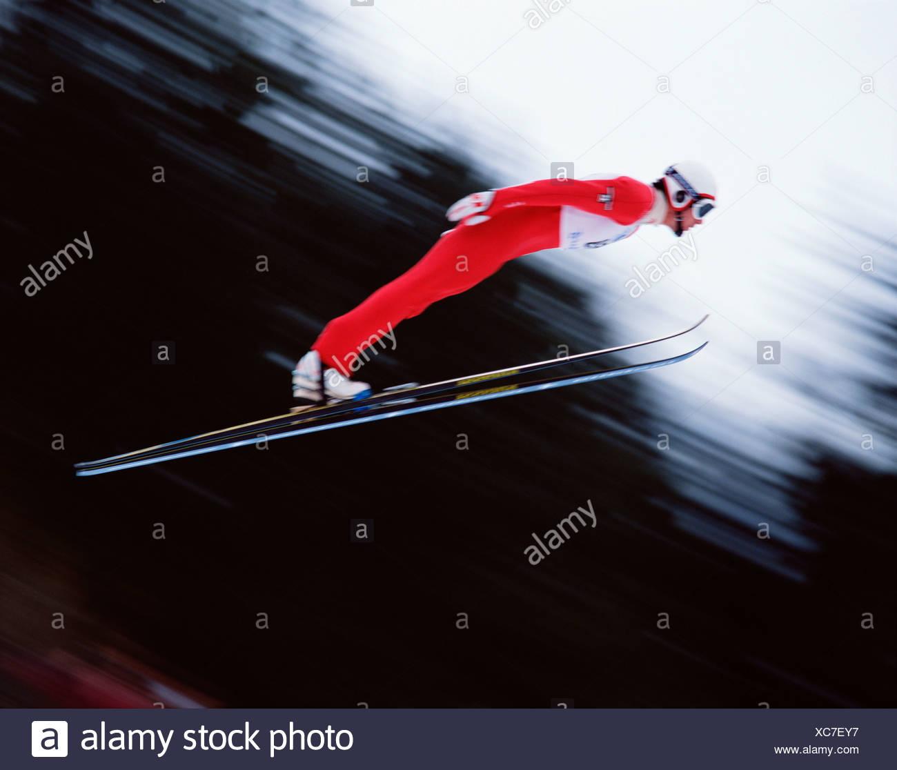 Le saut à ski homme. Impression de mouvement. Photo Stock