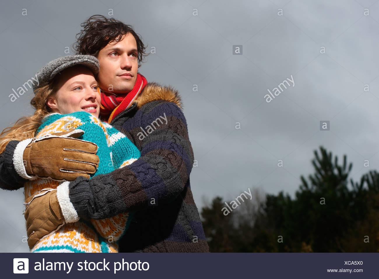 Un couple sur une froide journée hivers Photo Stock