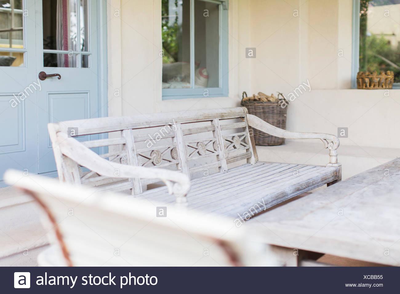 Banc et table de jardin moderne Banque D\'Images, Photo Stock ...