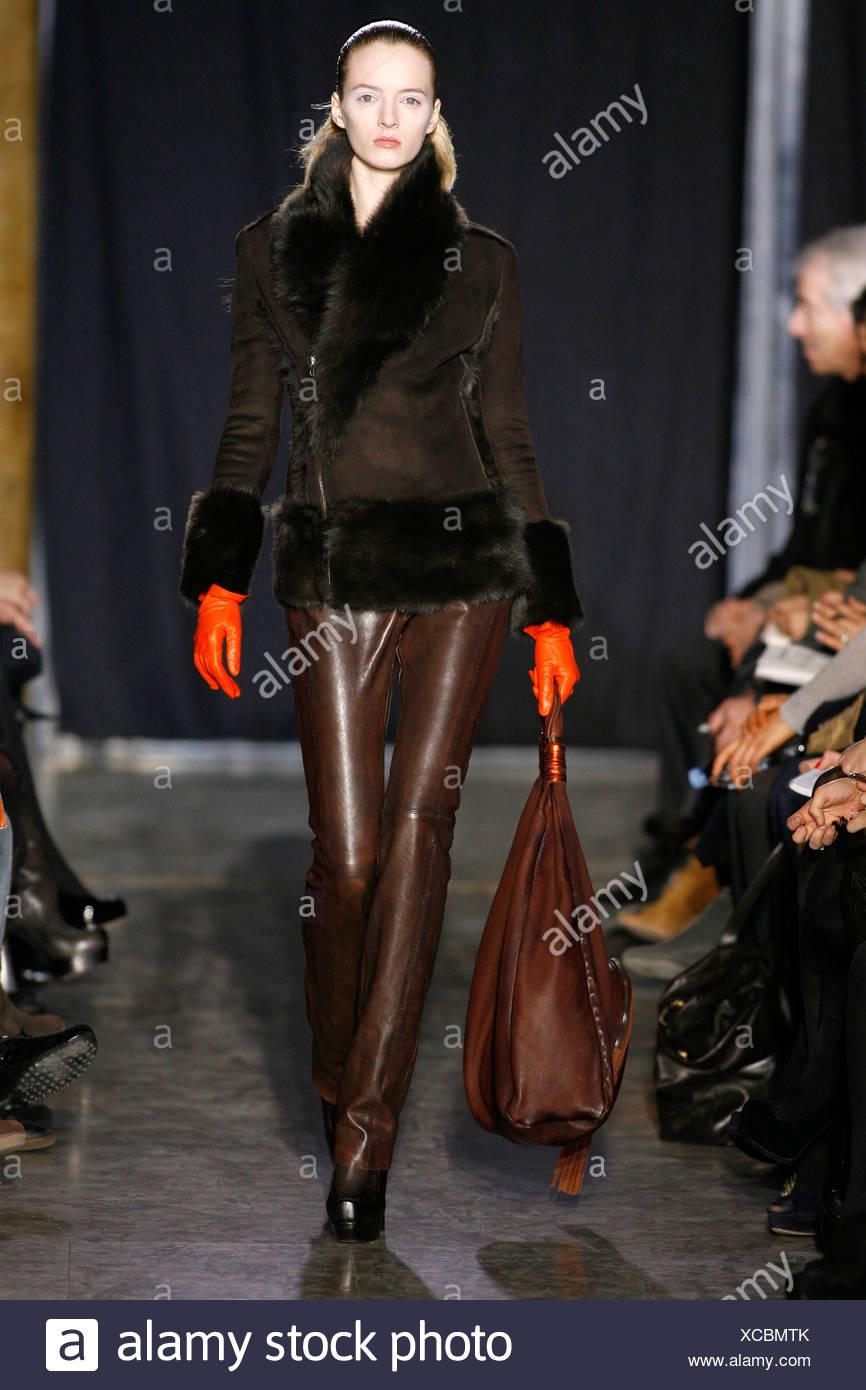 Porter une veste en cuir marron