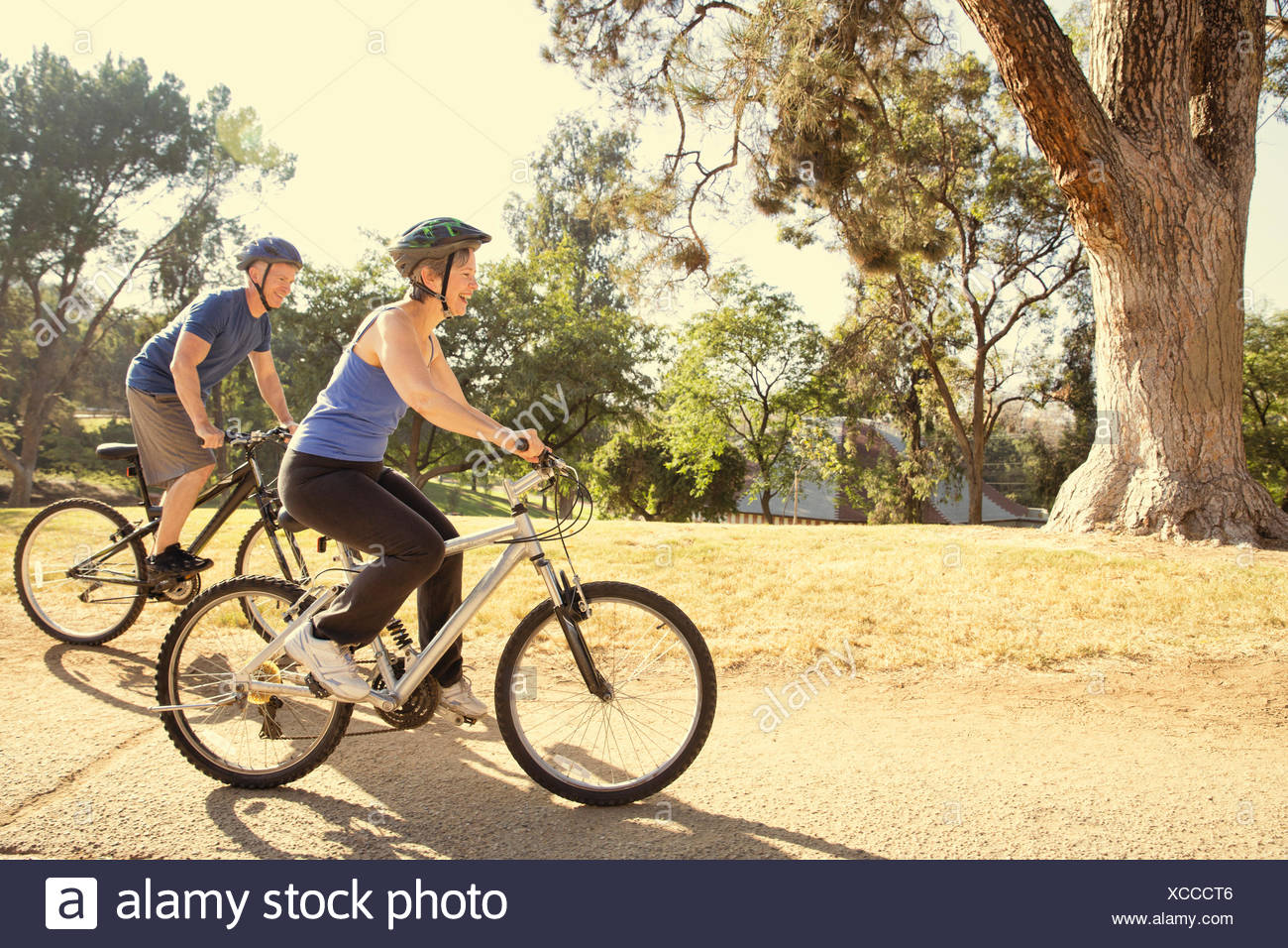 Parc à vélo en couple Photo Stock