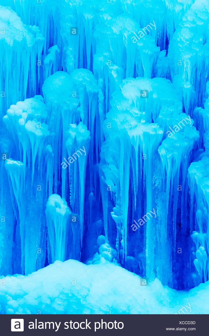 Cascade de glace avec les glaçons Photo Stock