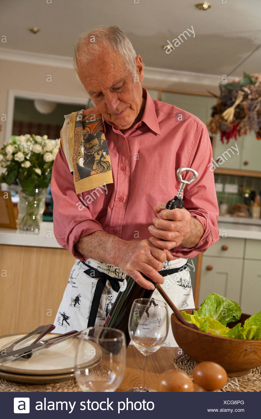 Man opening bottle of wine Photo Stock