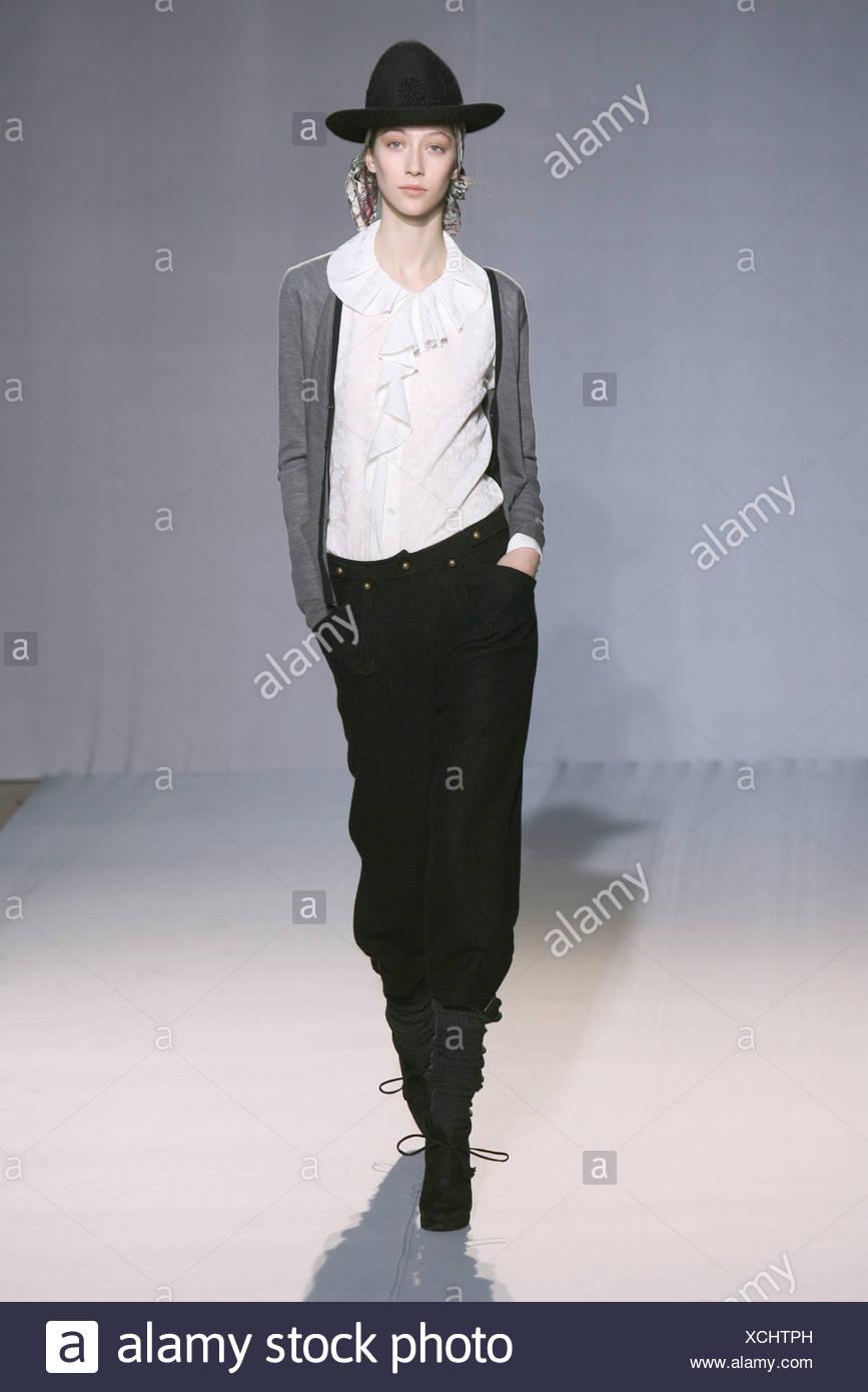 Nicole Farhi Londres Prêt à Porter Automne Hiver veste gris froufrous au  cou chemisier blanc 4a0b115e2c3