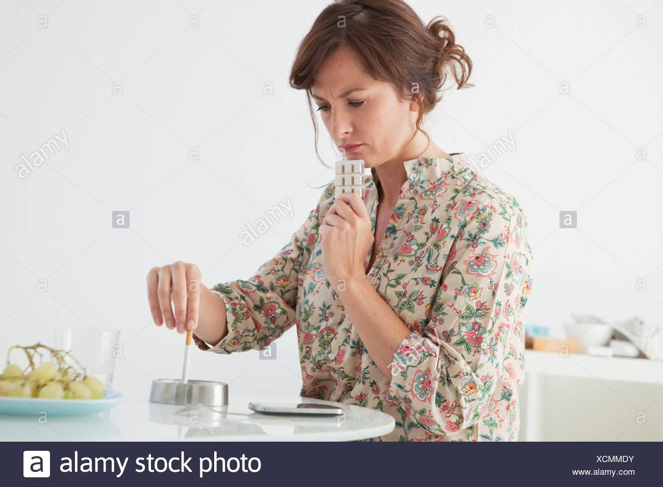 SMOKING TREATMENT FEMME Photo Stock