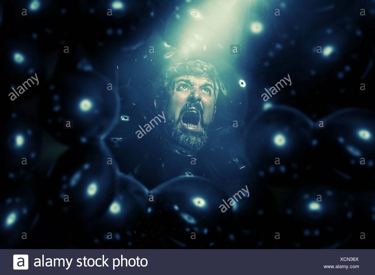 Shot bizarre de Man Screaming Out Photo Stock