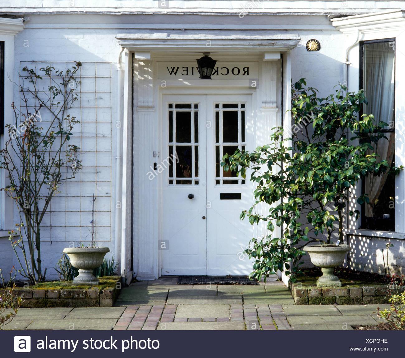 Maison Peinte En Blanc Exterieur well painted well maintained house monochromatic photos