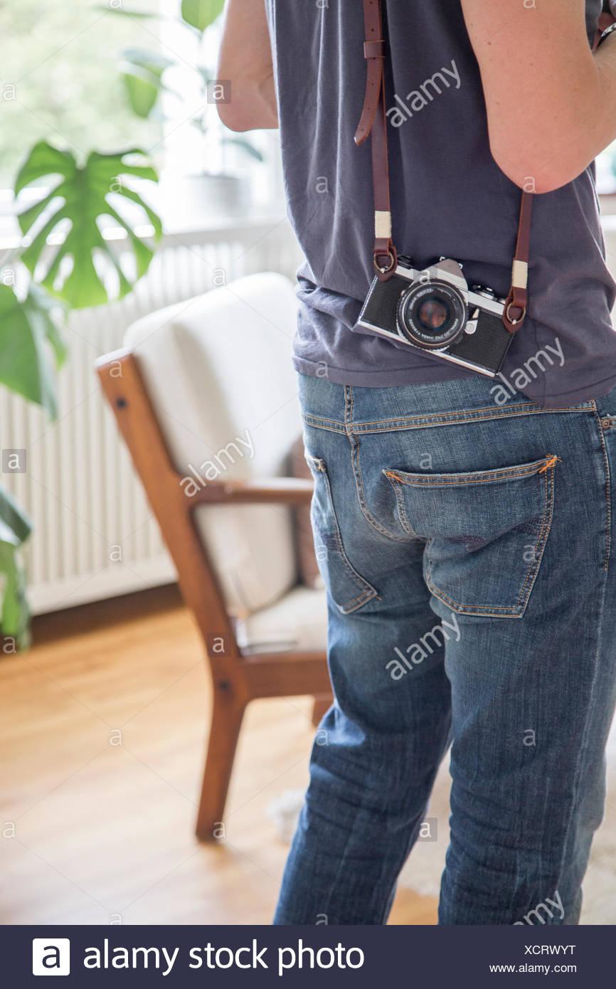 La Suède, mid section view of man avec caméra photo Photo Stock