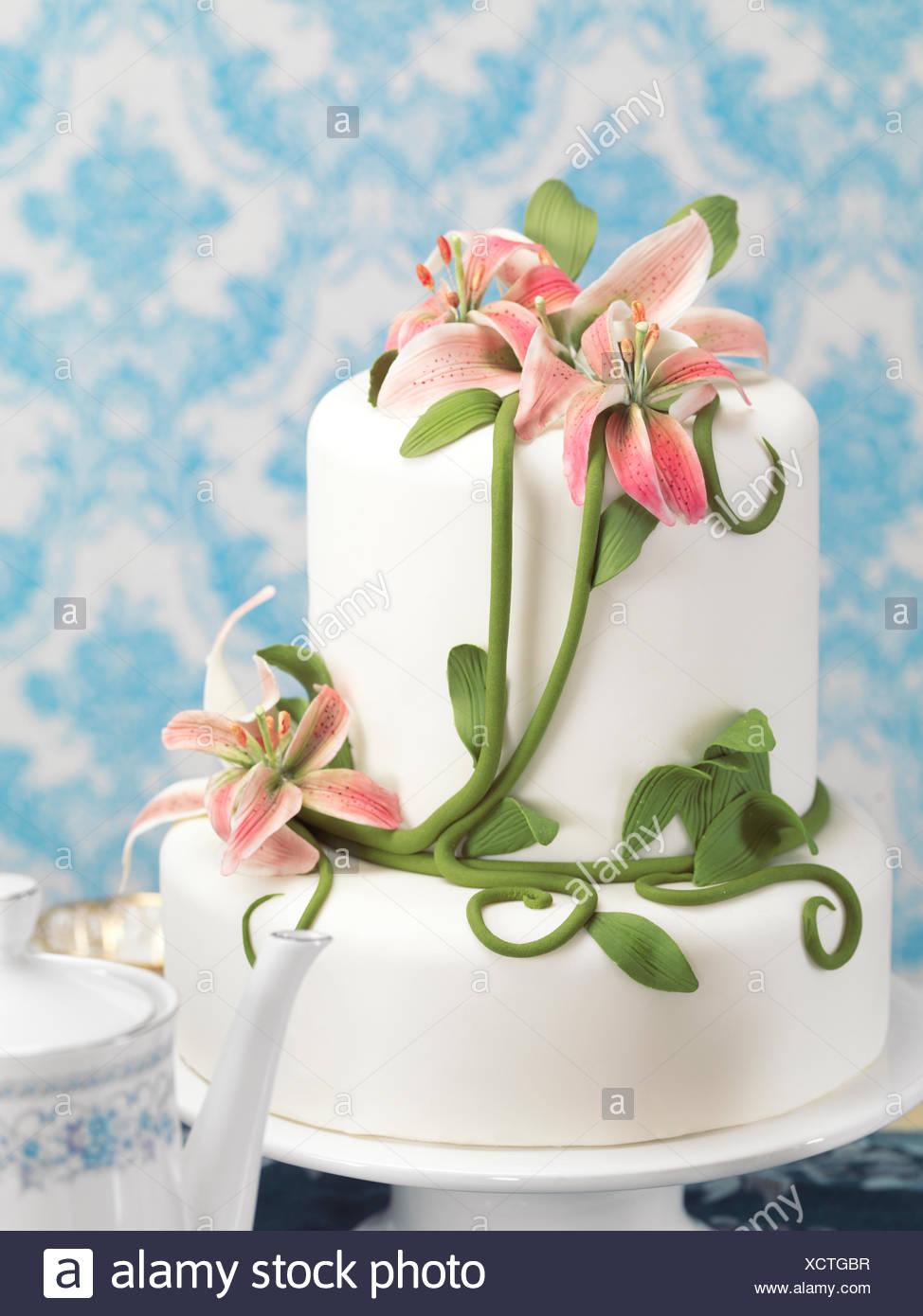 Gâteau décoré avec fantaisie lilies Photo Stock