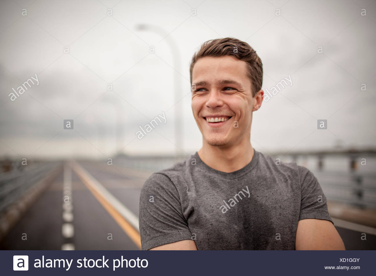 Young man smiling, portrait Photo Stock